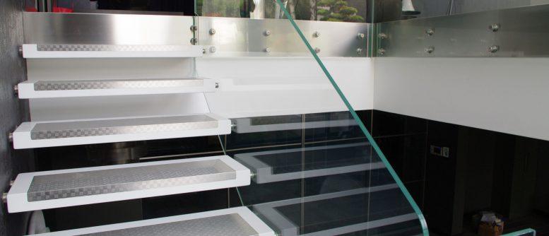 escalier plexiglas